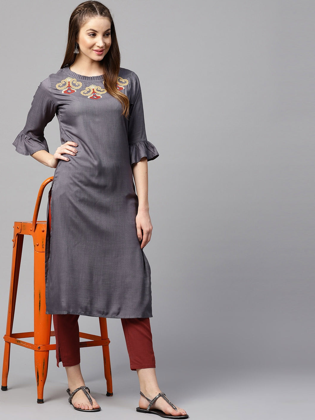 Women Grey & Maroon Solid Kurta with Trousers