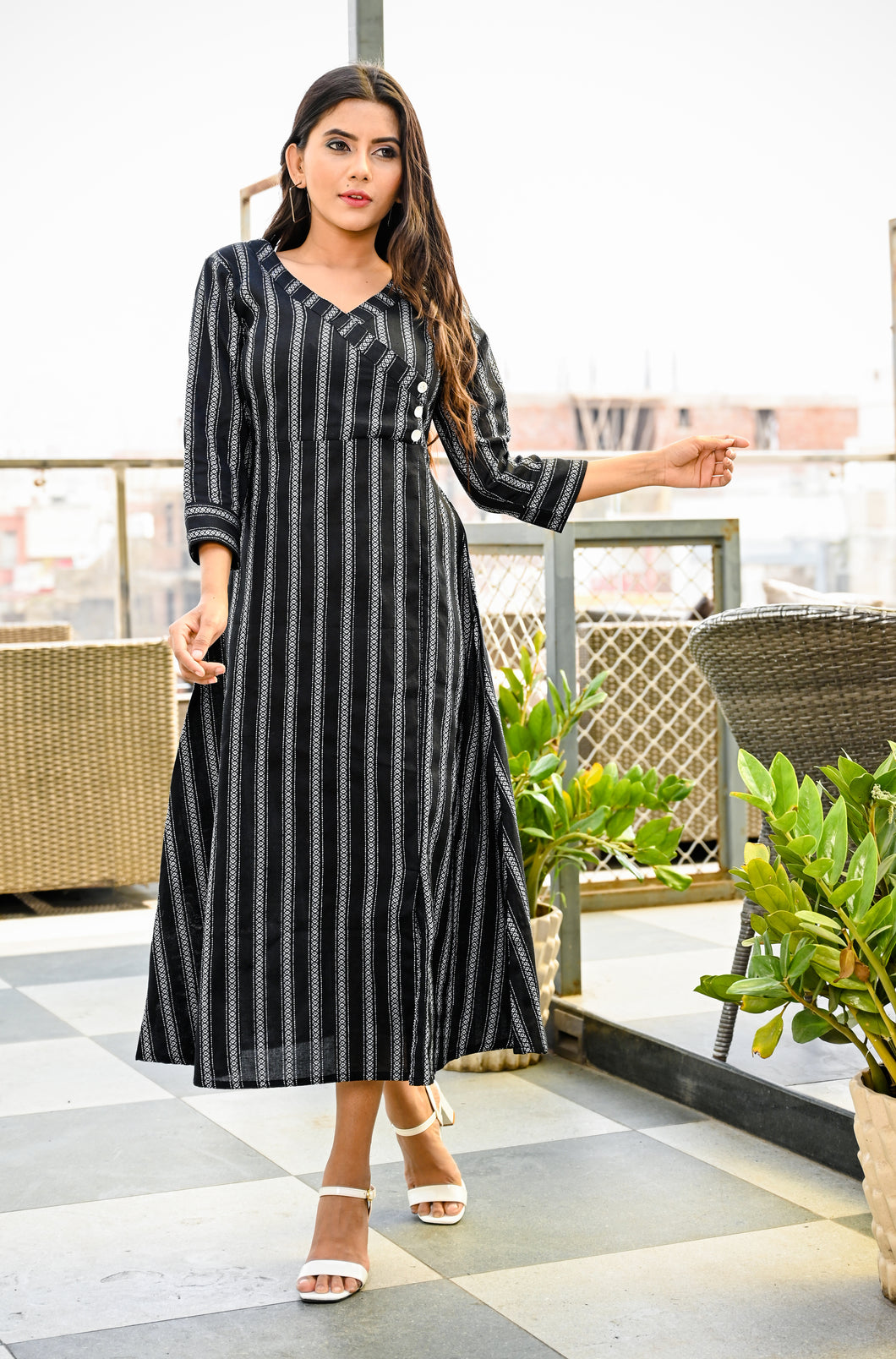 Yufta Women Black and White Yarn Dye A-Line Kurta
