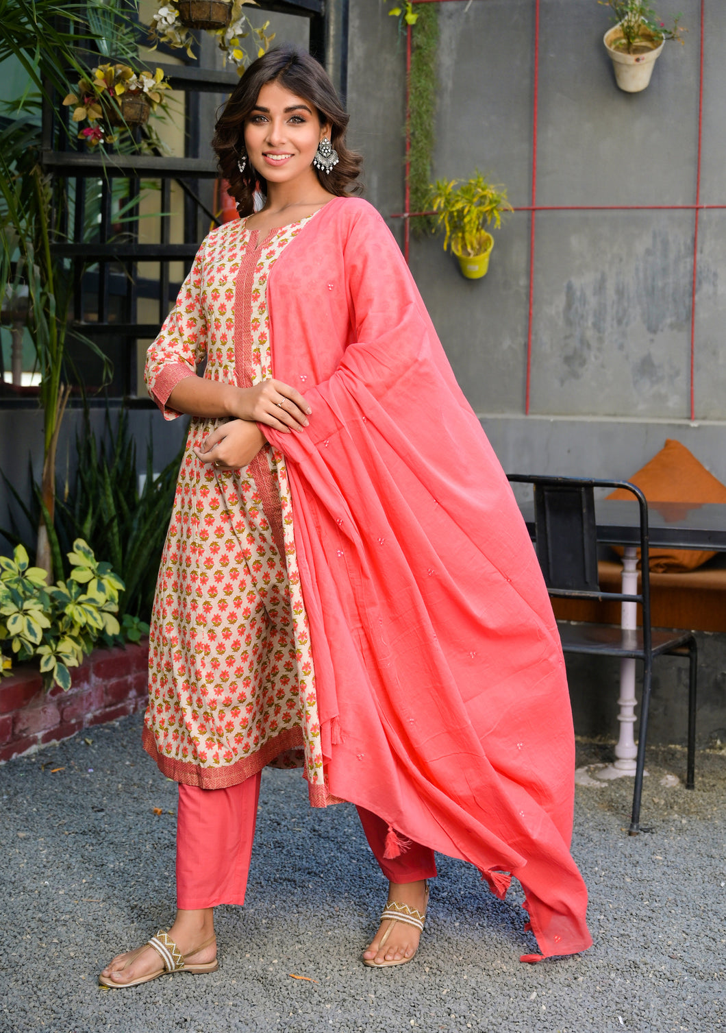 Yufta Women Peach and Beige Hand Block Printed Kurta Set With Solid Cotton Dupatta and Pant
