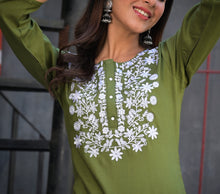 Load image into Gallery viewer, Yufta Women Green Solid Straight Embroidered Kurta