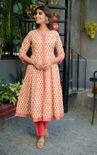 Load image into Gallery viewer, Yufta Women Peach and Beige Hand Block Printed Kurta Set With Solid Cotton Dupatta and Pant