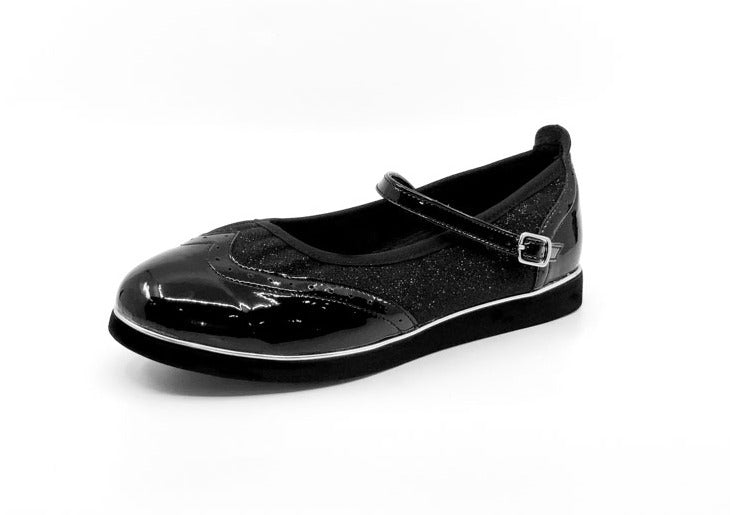 Ladies premium black & black glitter wingtip style classic rock'n'roll dance flats by My Juju Dance Fever.   Hand crafted with carefully selected genuine leather for upper and inner   Single strap with elastic buckle for a stronger hold and added movement   Elegant, closed-toe wingtip design   Flat cushioned, smooth rubber sole enables you to dance on all surface types!  Super lightweight for fast movements on the dance floor.  Gel innersole for long lasting cushioned support   Stylish & comfortable design