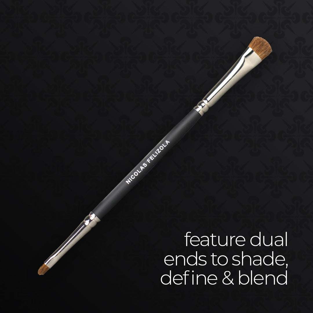 It is a double-ended brush with a round tapered shape to get the right crease and blend the color out for easy control and precise application. It is good for eyeshadow, eyeliner, eyelash, eyebrow.