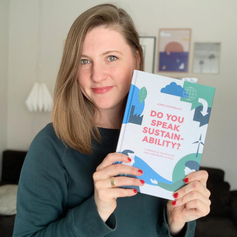 Graphik designer Anna beddig with the the book from Anke Steinbach