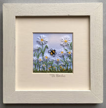 Load image into Gallery viewer, Daisies with bee