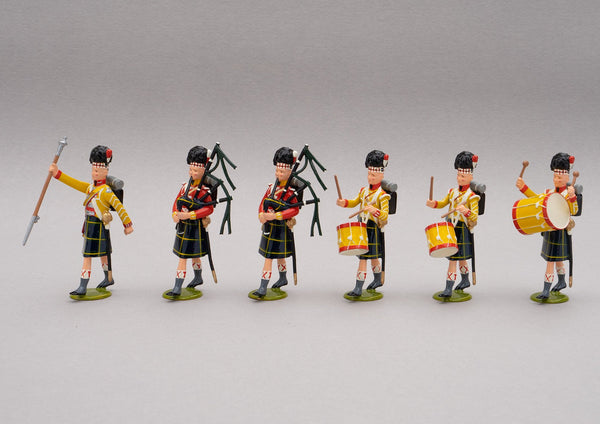 Set 121 Pipe band of the Gordon Highlanders, Waterloo 1815 | British Infantry | Napoleonic Wars | Gordon Highlanders Band, 1815. All wear the Highlander feather bonnet and Gordon tartan kilts. This set comprises a drum major, two pipers, and three drummers | Waterloo | © Imperial Productions | Sculpt by David Cowe