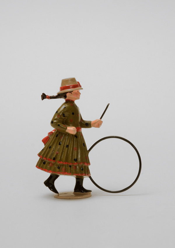 Set 02 Girl with hoop | Victorian Children | Town and Around | © Imperial Productions | Sculpt by David Cowe