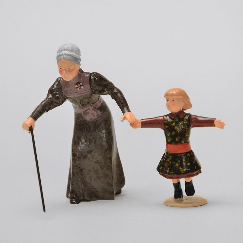 Set 44 Grandma | Victorian Lady and Children | Town and Around | © Imperial Productions | Sculpt by David Cowe