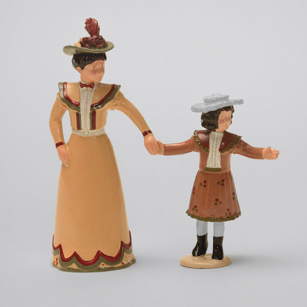 Set 61 Mother and Daughter | Victorian Lady and Children | Town and Around | © Imperial Productions | Sculpt by David Cowe