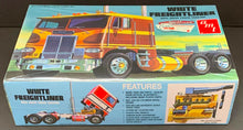 Load image into Gallery viewer, AMT 620 White Freightliner Dual Drive Cabover Tractor Model Kit 1:25 Scale NOS!