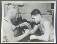 1934 Type 1 Associated Press Photo 20 Year Old Joe Louis Puts On Boxing Gloves