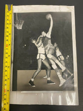 Load image into Gallery viewer, 1950 Vintage NBA Minneapolis Lakers Basketball HOF George Mikan Type 1 Photo