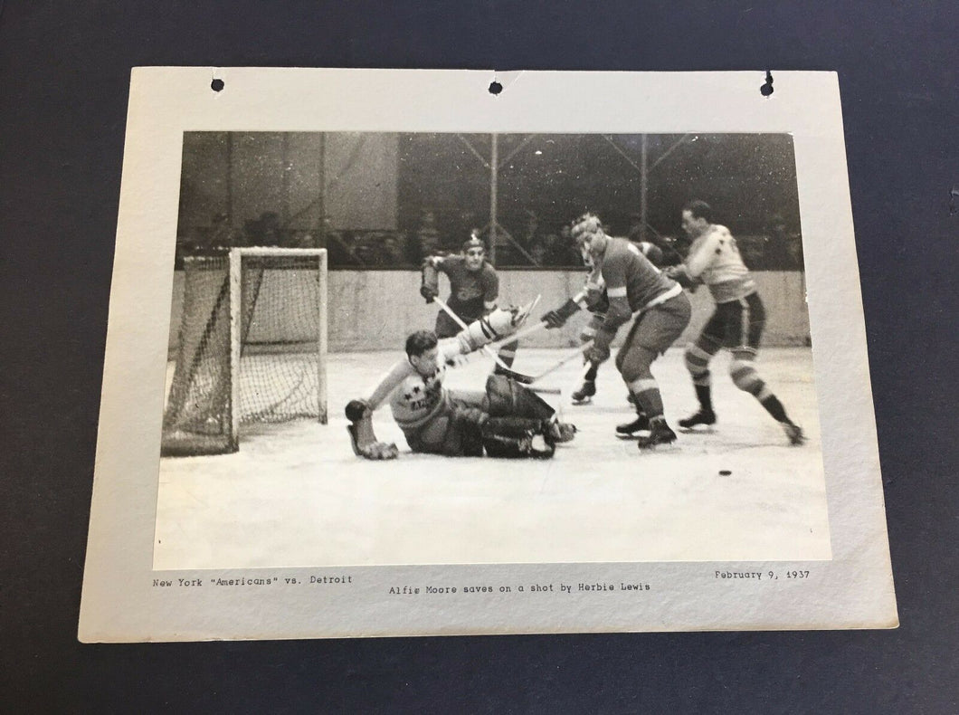 1937 New York Americans vs Detroit Red Wings Wire/Press Action PHOTO  Vtg Hockey