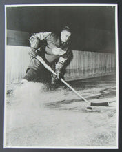 Load image into Gallery viewer, 1940s NHL Hockey Detroit Red Wings Ted Lindsay Original Team Issued Photo Vtg