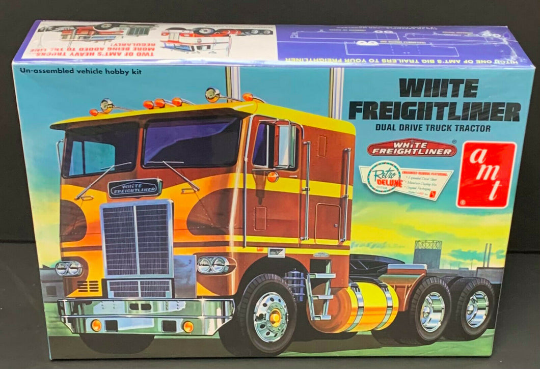 AMT 620 White Freightliner Dual Drive Cabover Tractor Model Kit 1:25 Scale NOS!