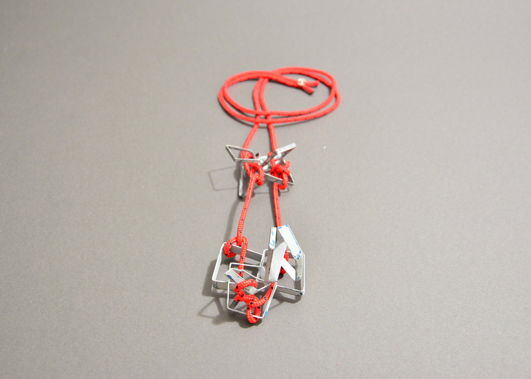 Estibador Necklace in White and Red