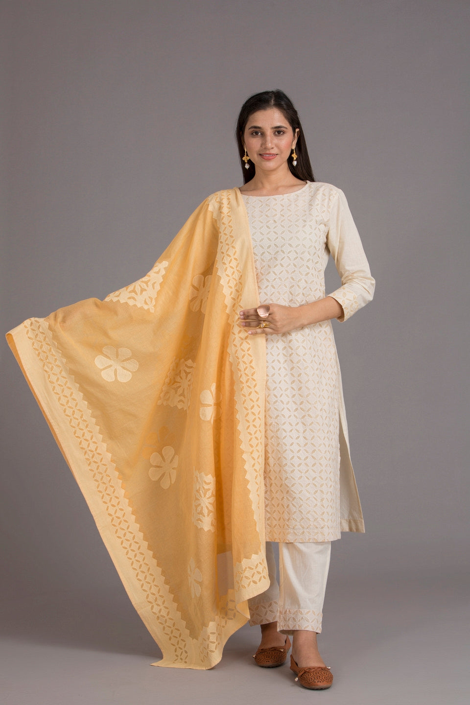 Floral-Diamond Applique Cotton Dupatta with Khuddi Design Border, Beige