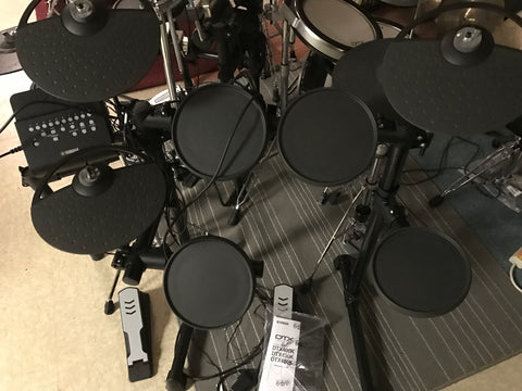 Yamaha Electronic Drum set DTX-400 BONUS (FREE) set of Vic Firth Headphones!!!