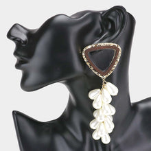 Load image into Gallery viewer, Lucite Pearl Cluster Earring's