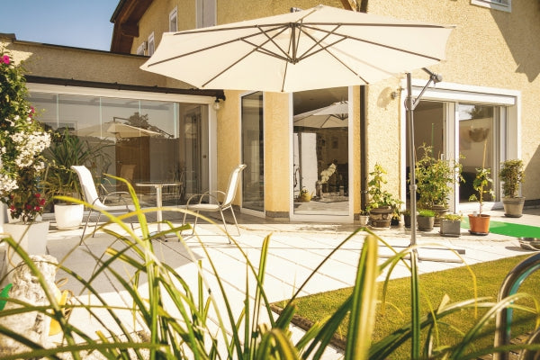 What is an Offset Patio Umbrella and How to Enjoy It.