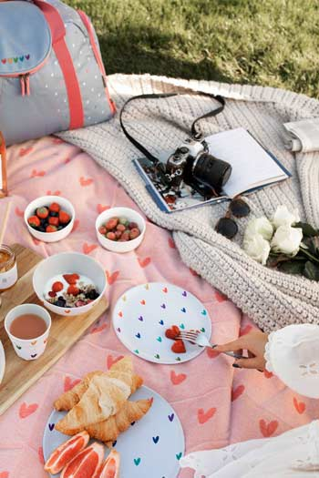 Picnic with Sophie Allport and Love Delivered