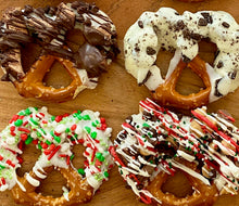 Load image into Gallery viewer, Holiday 4-Pretzel Paks