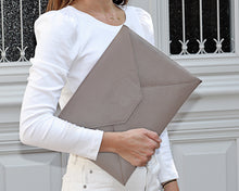 Load image into Gallery viewer, Aria Leather Laptop Sleeve (MacBook Air)
