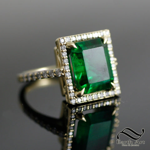 Emerald in 18k yellow gold with Diamonds