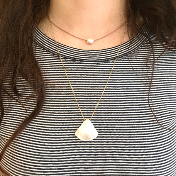 Short mother-of-pearl pendant