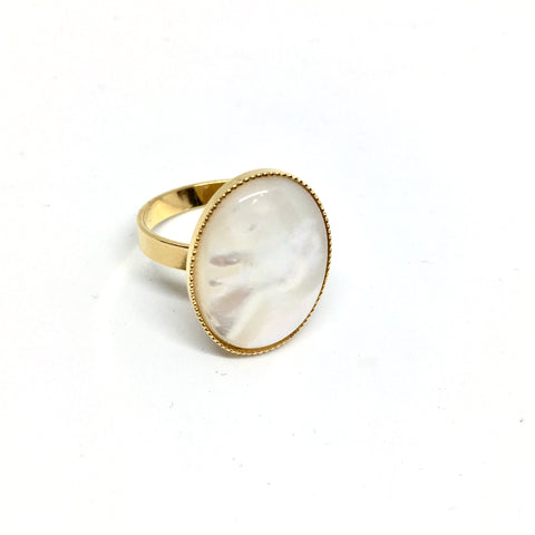 Round mother-of-pearl ring