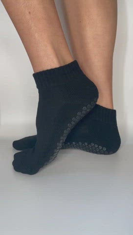 Anti-slip grip socks made out of bamboo