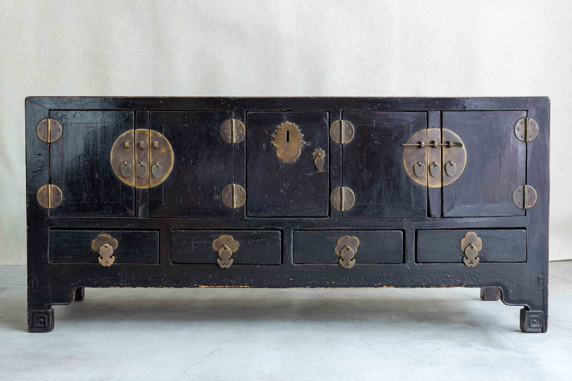Low cabinet China