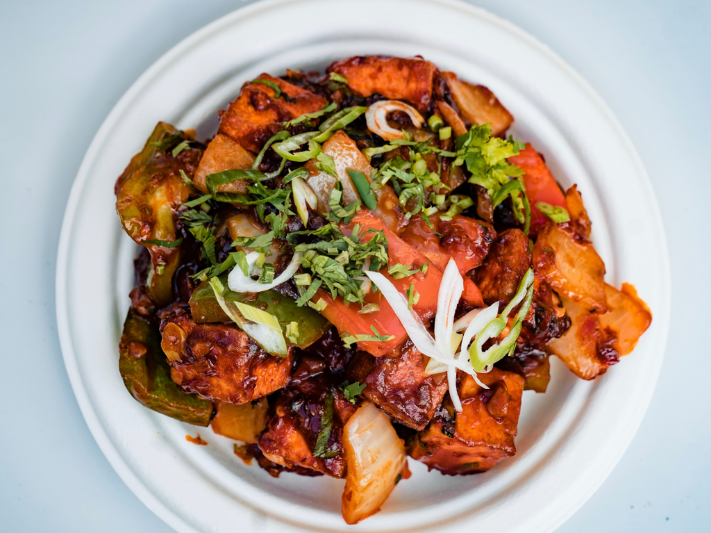 Fried paneer cubes sauteed with our signature chili sauce, onions and green peppers topped with green onions