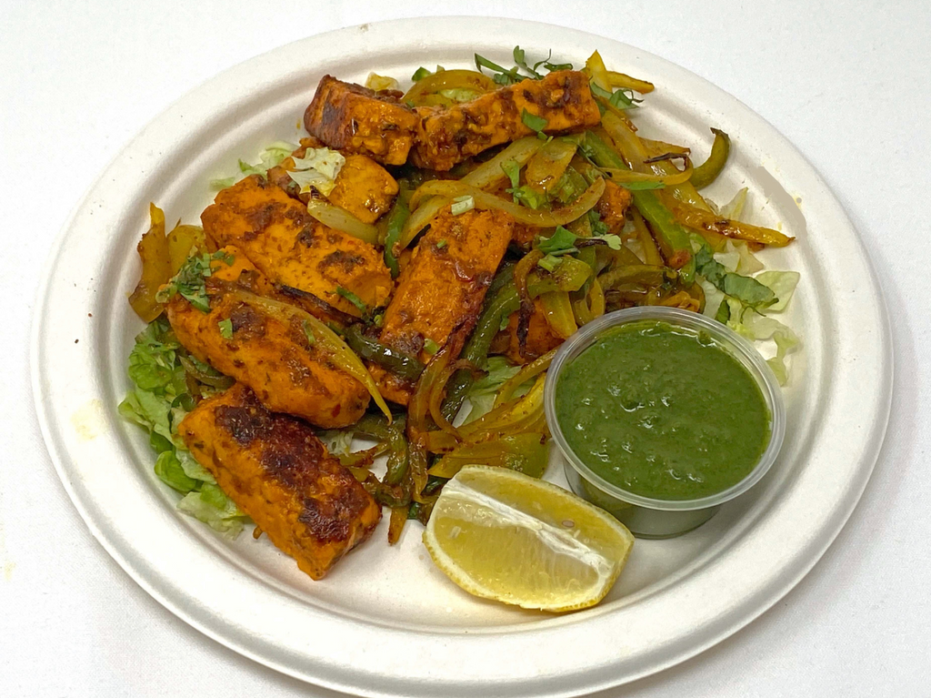 Marinated paneer grilled with onions and green peppers served with our signature mint/cilantro chutney