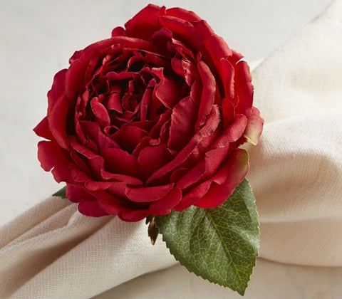 napkin ring made out from red rose