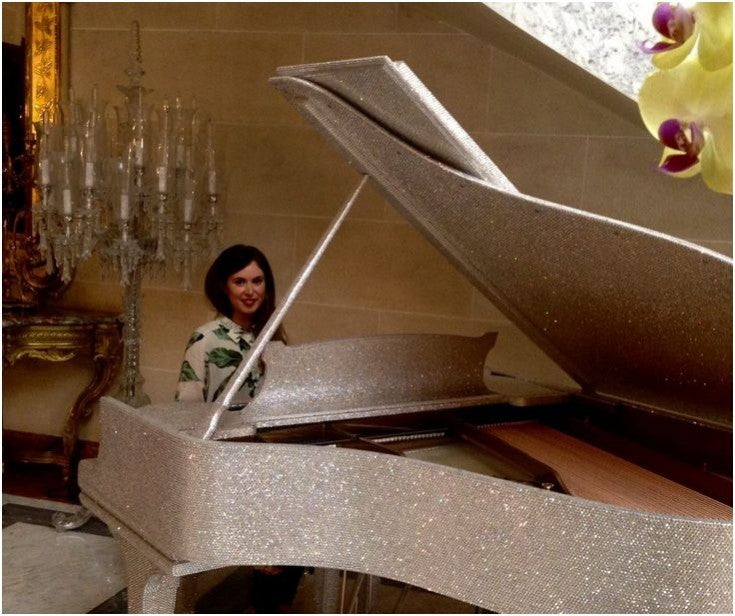 Goldfinch_piano_with_prop_stick_crystallized