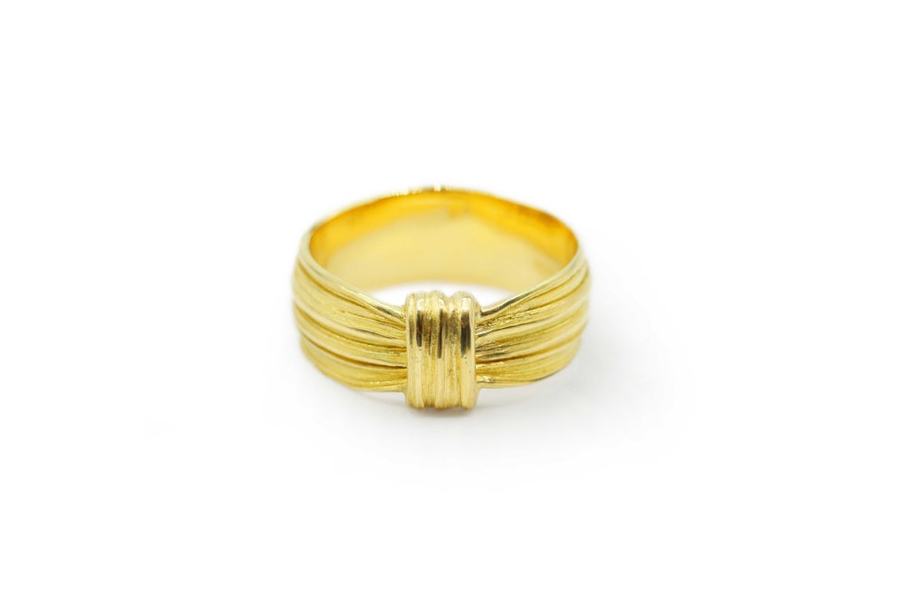 Absolu 'Creased knot' ring in 18ct yellow gold