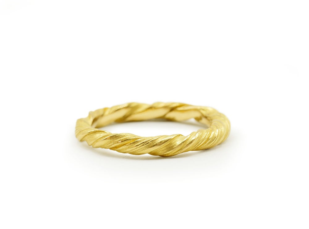'Twist' ring in 18ct yellow gold