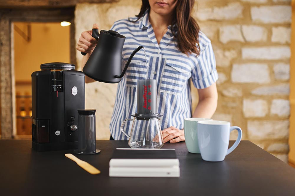 Artisan coffee co aeropress brewguide paper filter brewing vessel scales pour hot water image