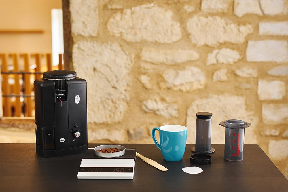 Artisan coffee co aeropress single cup brew guide boil filtered water beans scales
