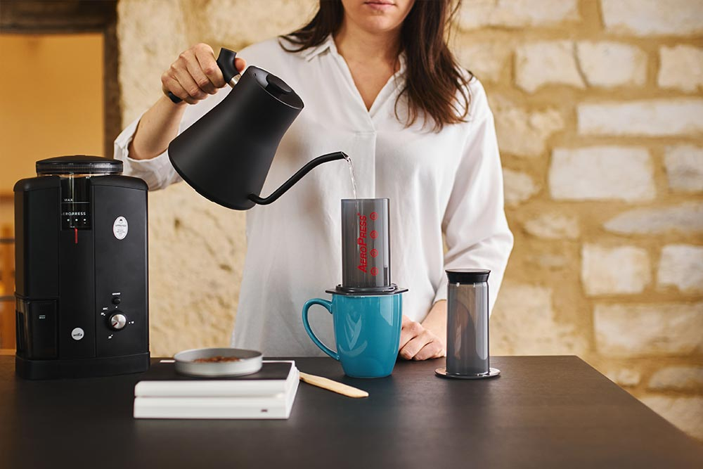 Artisan coffee co aeropress single cup brew guide fresh water paper filter scales pour