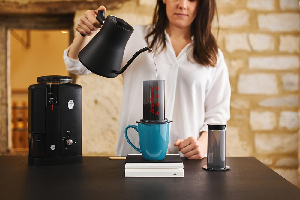 Artisan coffee co aeropress single cup brew guide scales grinder pour vessel filtered water boiling