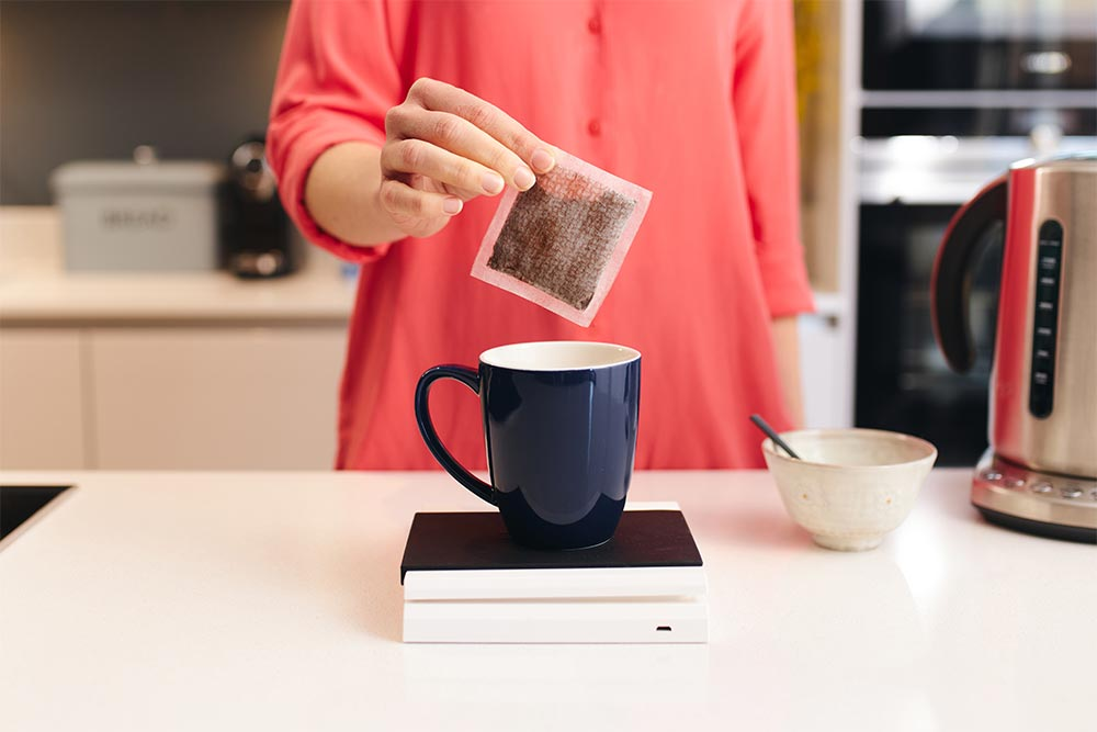Artisan coffee co coffee bags brew guide into mug filtered water to boil kettle
