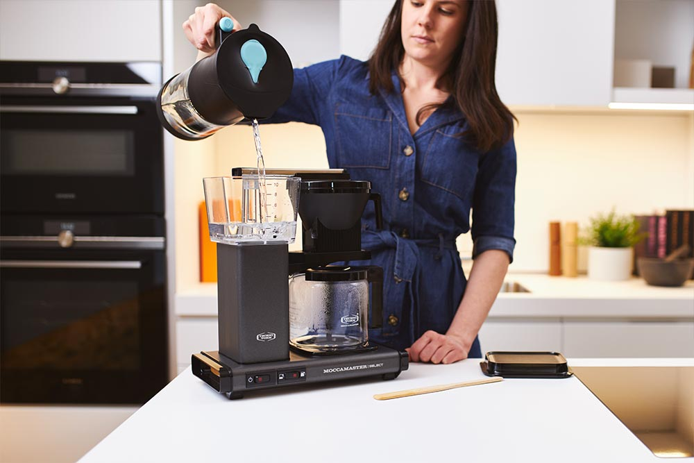 Artisan coffee co moccomaster brew guide pour filtered water reservior machine