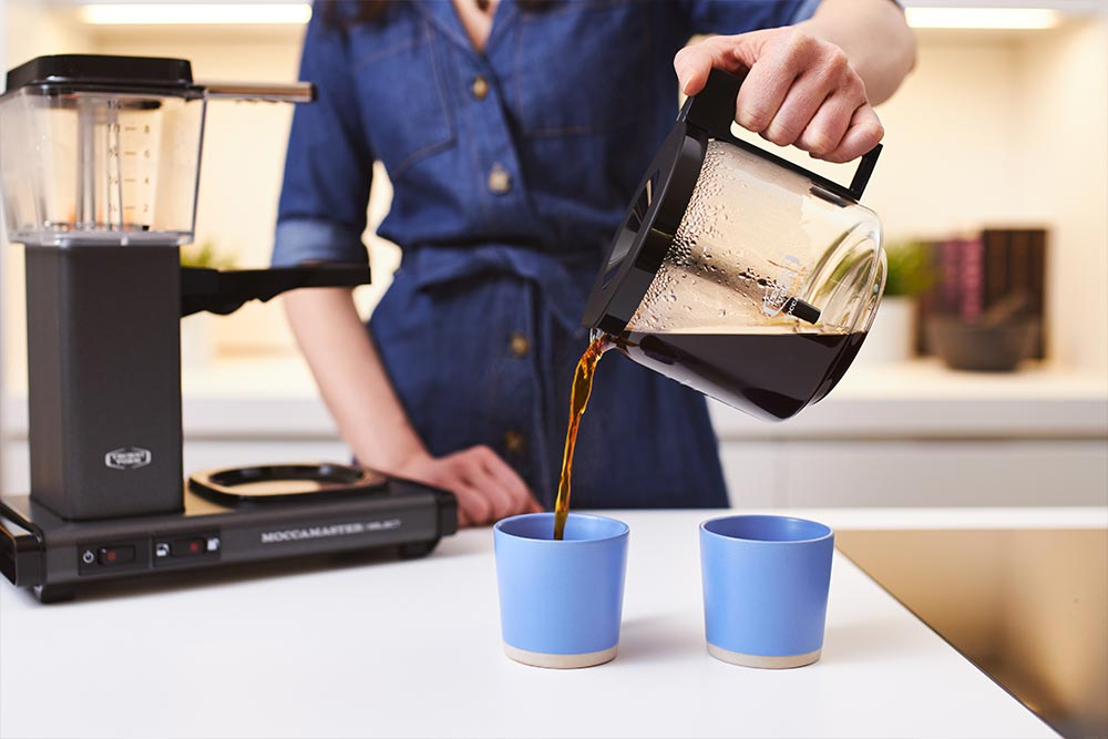 Artisan coffee co moccomaster brew guide discard spend grounds filter paper serve enjoy