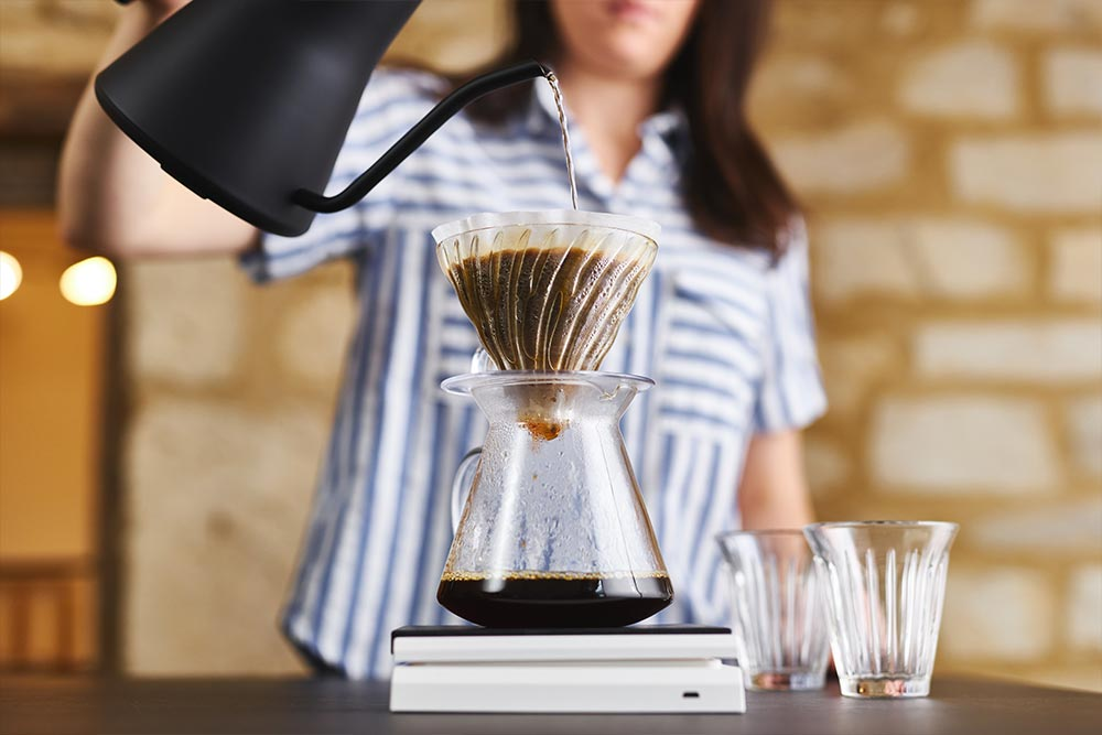 Artisan Coffee co V60 brew guide pour clockwise spiral motion scales paper filter