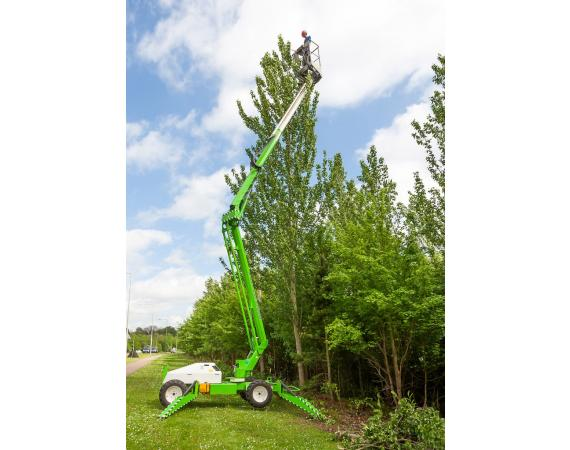 Niftylift Lightweight auto levelling 45ft Cherry Picker