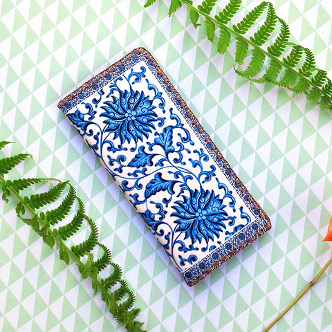 Chinese blue & white porcelain print vegan leather wallet