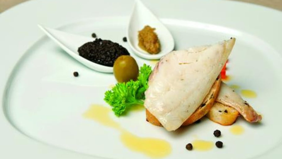 Fish fillet in green olives and rosemary sauce - recipe with truffle