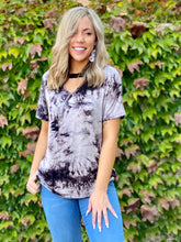Load image into Gallery viewer, Lei in Tie Dye Short Sleeve Top